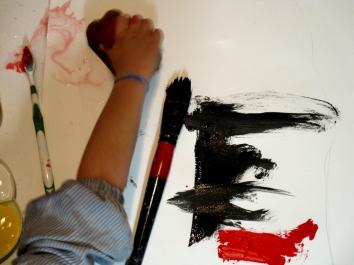 Iván pintando