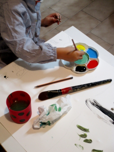 Jimena mezclando los colores