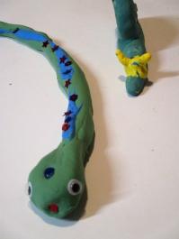 la serpiente de Nur y una vista cenital de la cabeza del caracol de Jimena