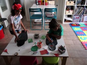 Nur y Joaquín trabajando en sus sarcófagos