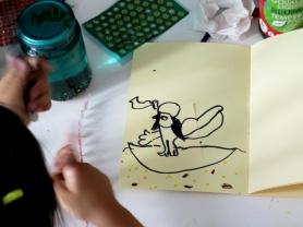 Dibujo del interior del libro que ha realizado Nur. Aparece Ra navegando en su barca